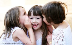 Kinder mit Down-Syndrom schon ab dem Säuglingsalter fördern