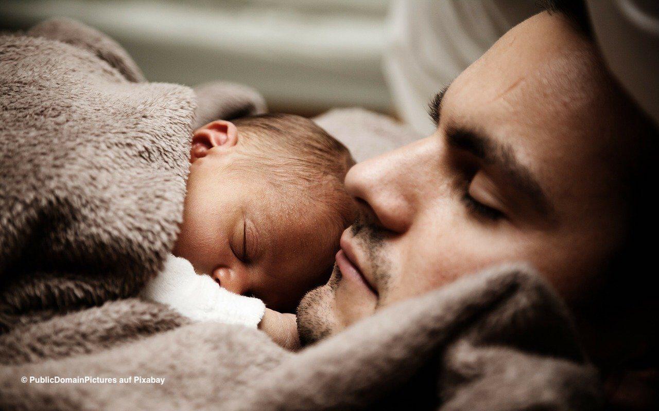 Immer mehr Väter nehmen Elternzeit