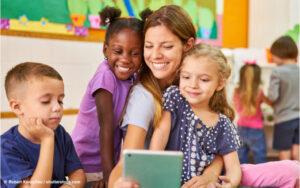 """Read more about the article Wie sinnvoll ist """"Digitale Bildung"""" in Krippe und Kindergarten"""